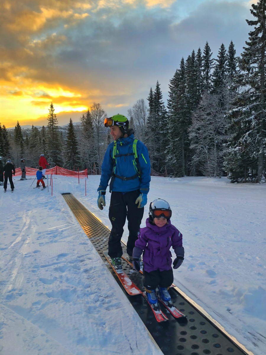 lära barn åka skidor barnbacke