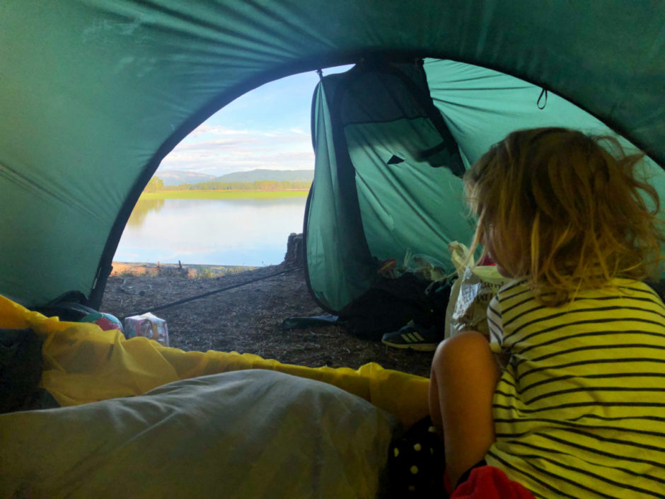bada i ottsjön - ottsjö strandbad tälta med barn åre