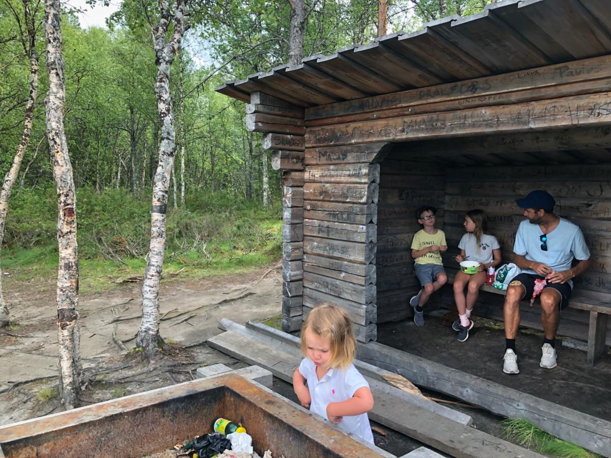 hängbro vålådalen blanktjärnsrundan med barn