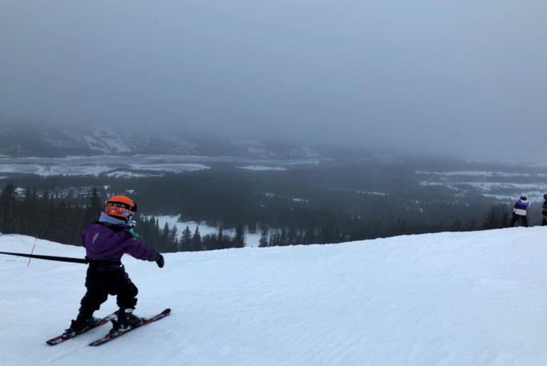 skidor med barn i sele